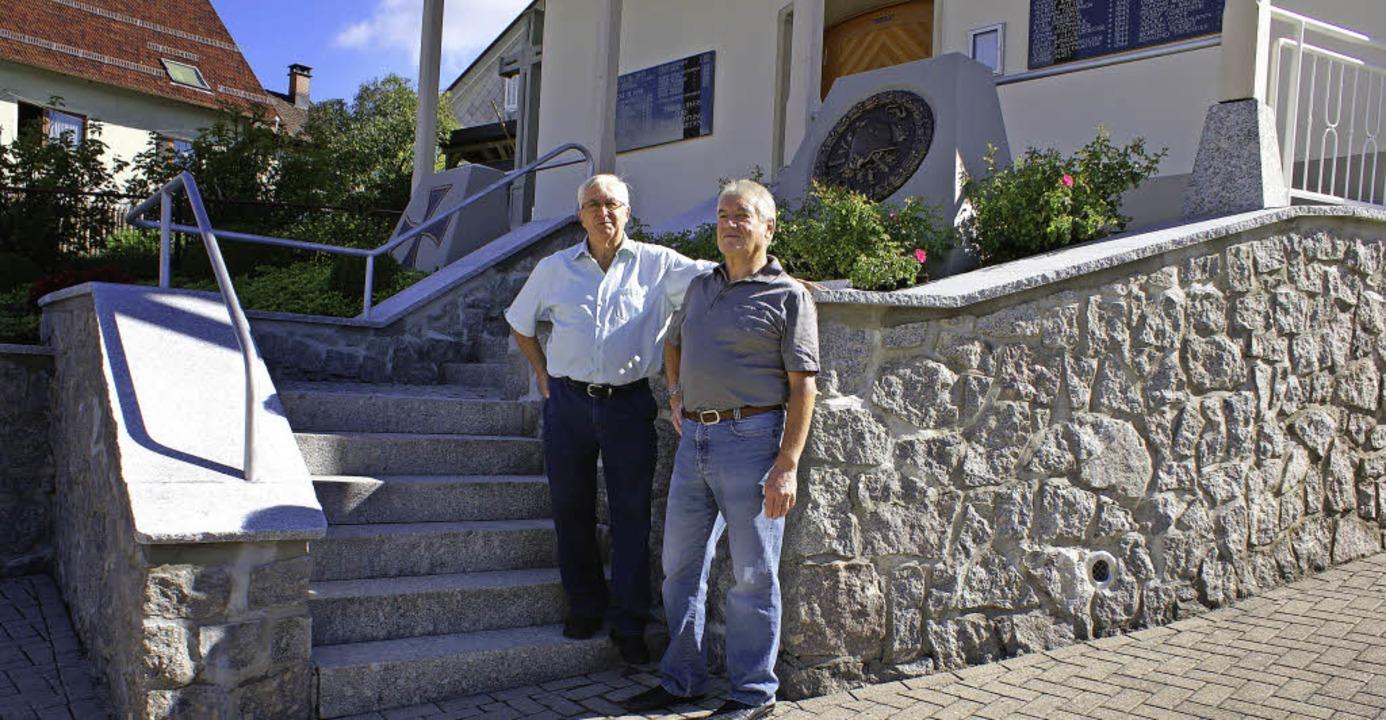 Im Herbst 2013 wurde die Bruchsteinmau...ndeln und die Turmverkleidung saniert.  | Foto: archivfoto: werner probst