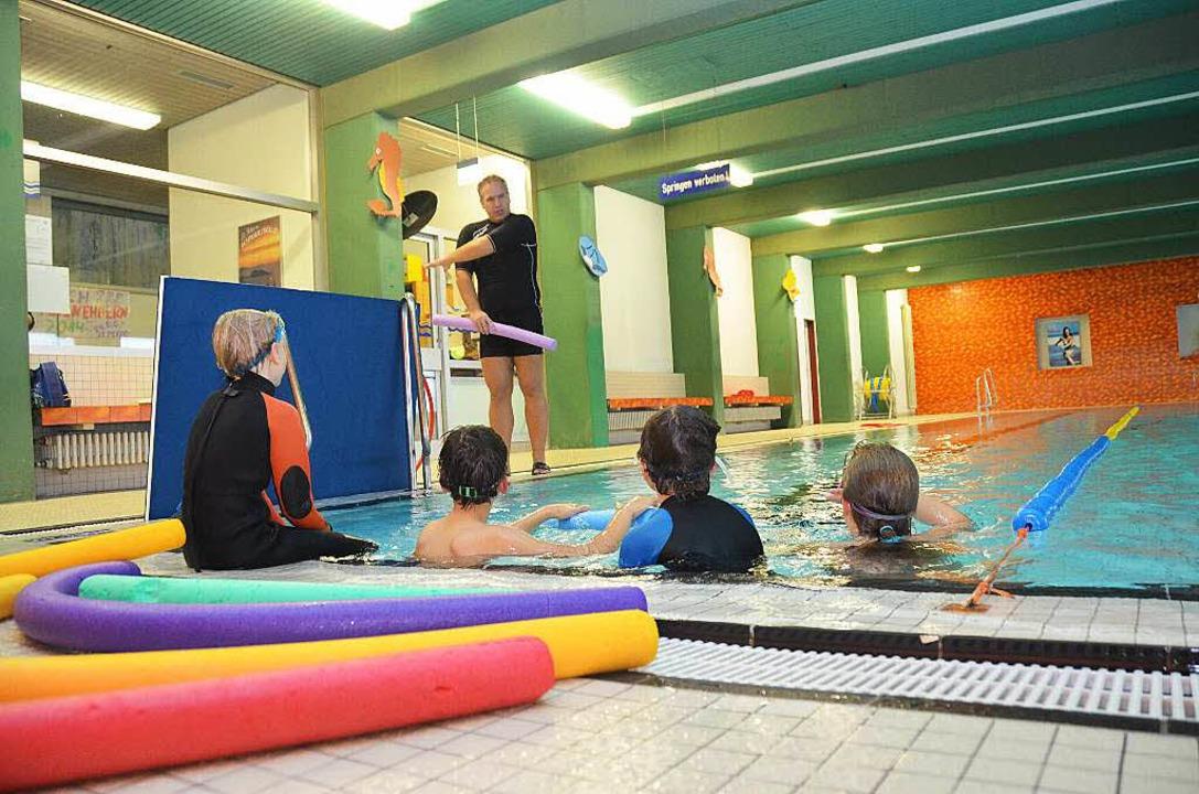 Schulkinder, Vereine und auch Touriste...immbad in St. Peter schwimmen können.   | Foto: Sophia Hesser