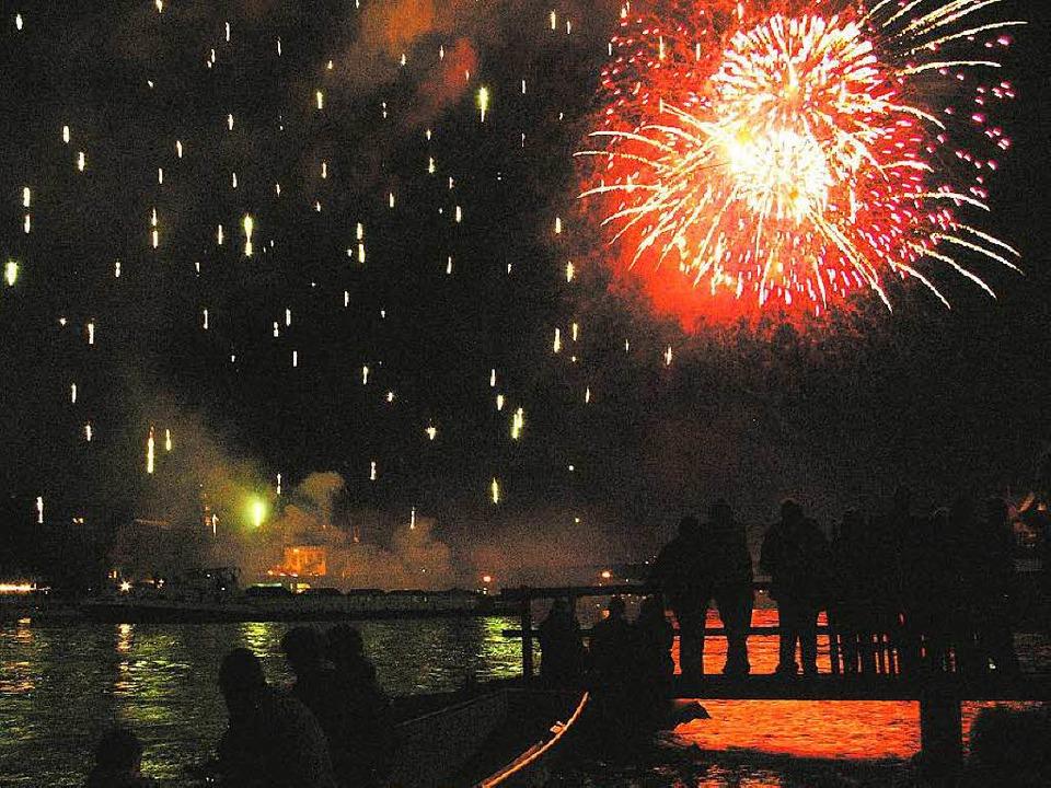 Feuerwerk über dem Basler Rhein   | Foto: André Roos