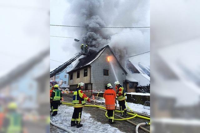 Haus in Sulzburg in Flammen – Ortsdurchfahrt war gesperrt