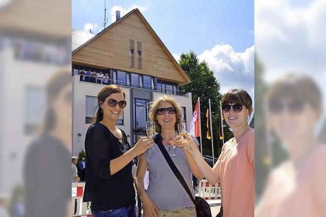 Bürger freuen sich übers Gemeindehaus