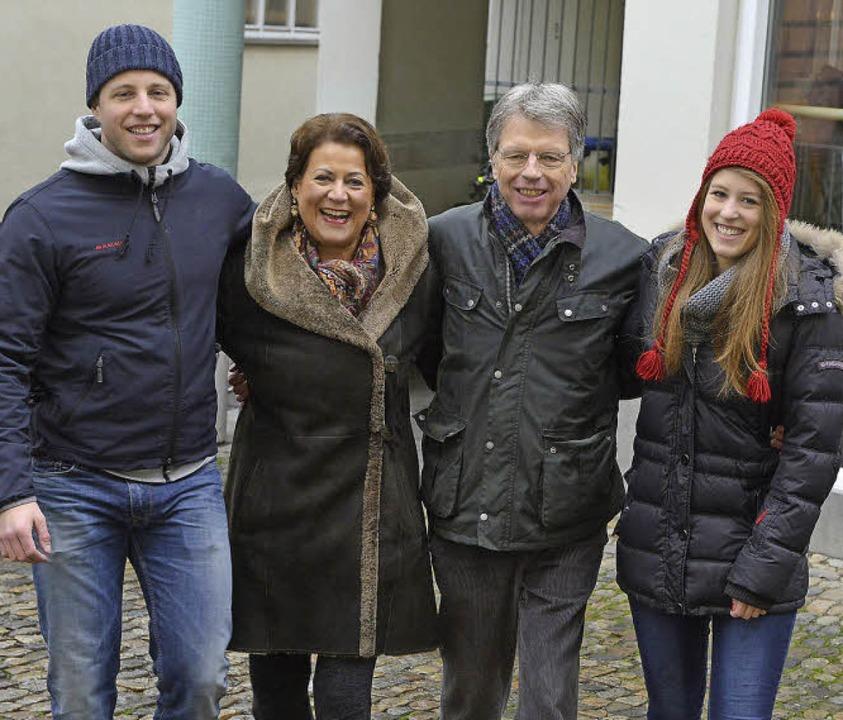Martina Feierling-Rombach mit Ehemann ...Julius, der  Volkswirtschaft studiert.  | Foto: Rita Eggstein