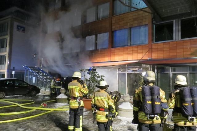 Feuerwehr löscht Brand im Landratsamt Emmendingen