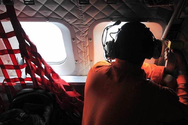 Indonesische Luftwaffe findet Trümmerfeld im Meer