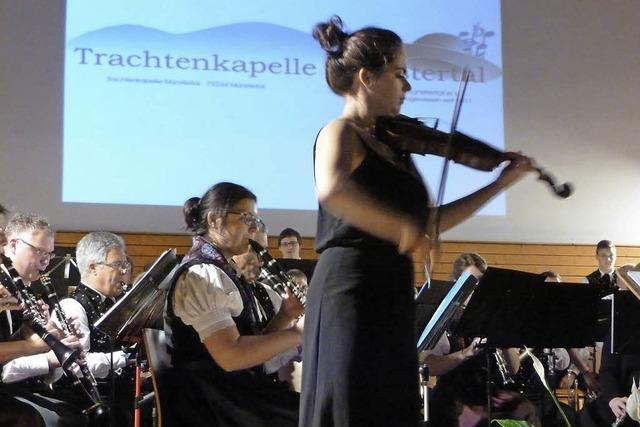 Blasmusik mit Geigenklängen