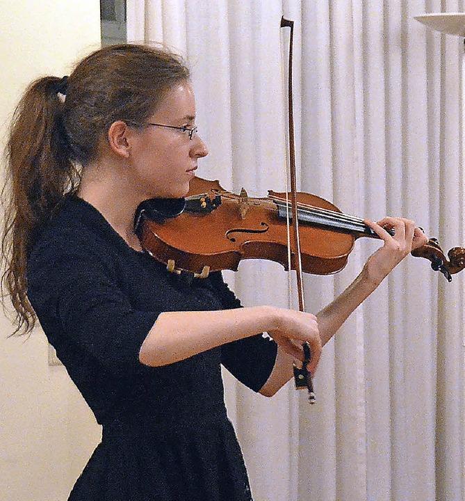 Feierliche Note: Ein Violin-Trio der M...n gestaltete den musikalischen Rahmen.  | Foto: Ingrid Böhm-Jacob