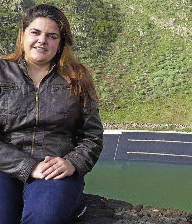 Cristina Morales von Gorona del Viento am  Becken des Pumpspeicherwerks  | Foto: Dominik Bloedner