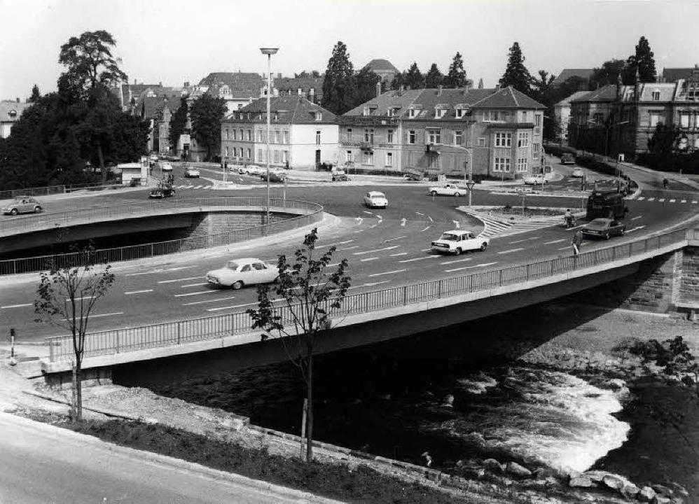 In den Sechzigern ging's über de...den Spitznamen Schwiegermutterbrücke.   | Foto: Stadtarchiv