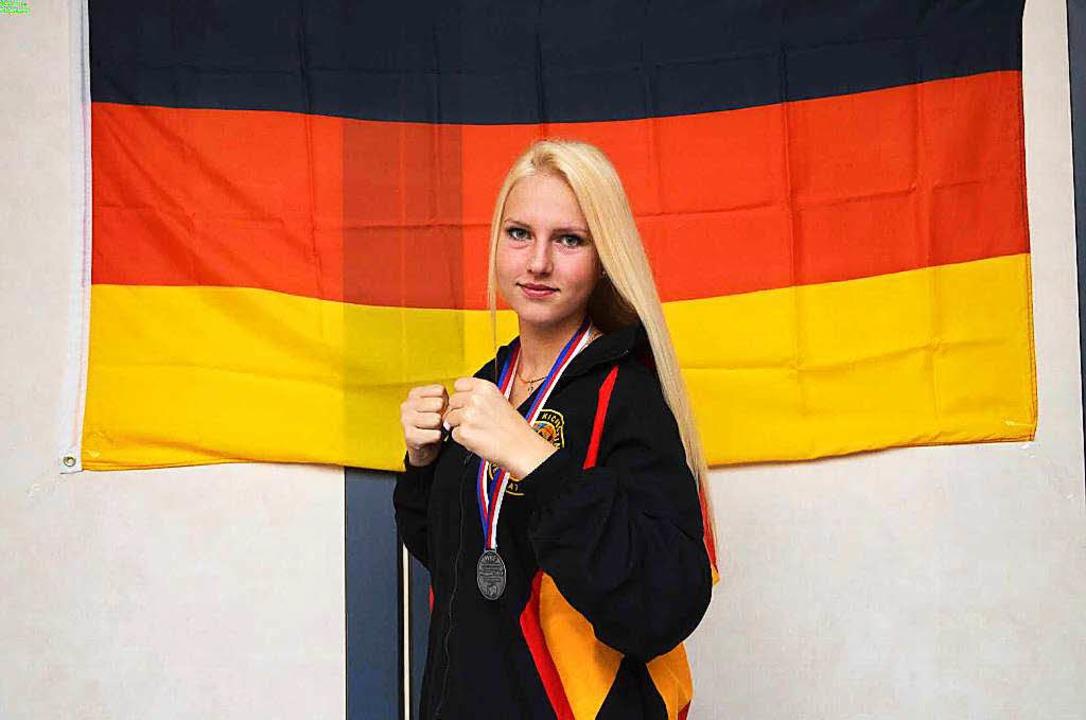 Die 17-jährige Shana Jawhari aus Denzl...zeweltmeisterin im Kickboxen geworden.  | Foto: privat