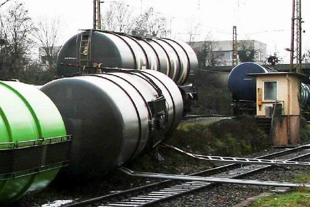 Hunderttausende Euro Schaden durch umgekippte Diesel-Waggons in Stuttgart