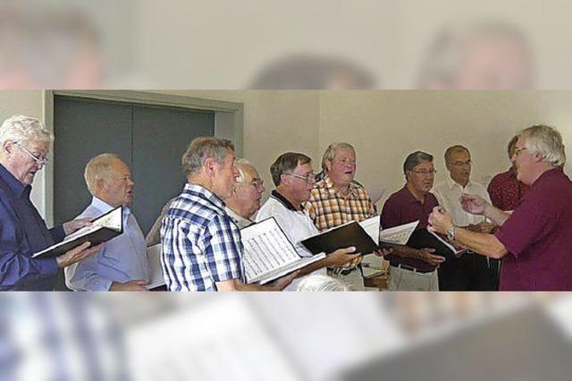Mit Gesang über die Höfe