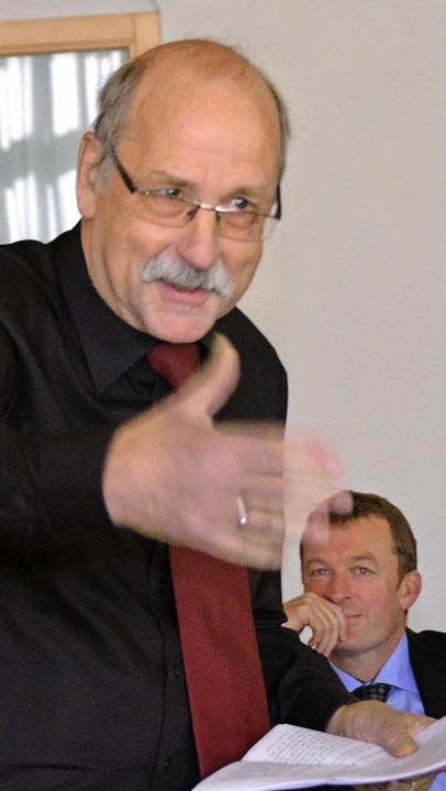 Hubert Bernnat (SPD) nahm sich kabarettistisch die CDU vor.  | Foto: Nikolaus Trenz