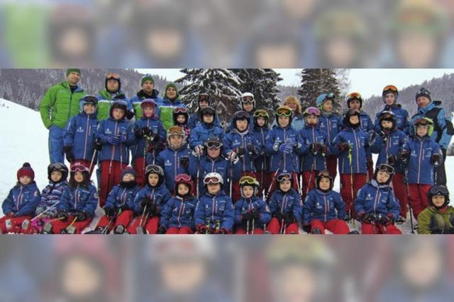 Endlich kann der Skizunftnachwuchs auf die Piste