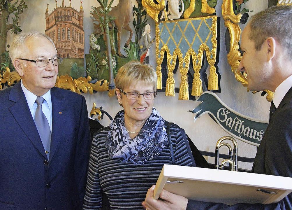 Weisweils Alt-Bürgermeister Karl Nicol...cola und Bürgermeister Michael Baumann  | Foto: Ilona Hüge