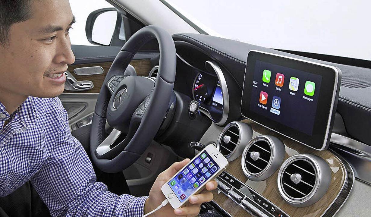 Im vergangenen Jahr haben so gut wie a... und seine Apps ins Auto integrieren.   | Foto: daimler