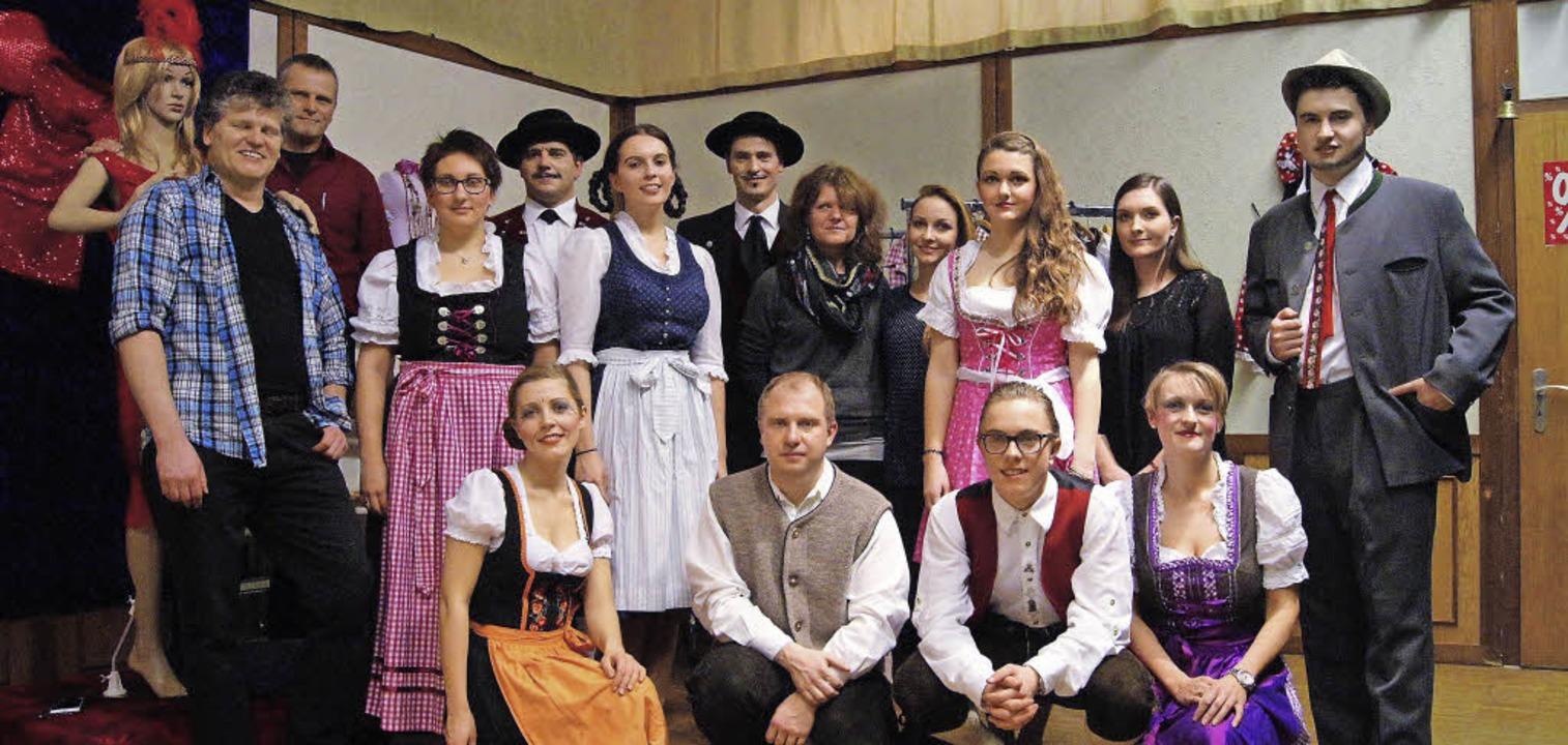 Das Ensemble der Theatergruppe des Mus...ur bis hin zu den Maskenbildnerinnen.   | Foto: Fotos: Roland Gutjahr