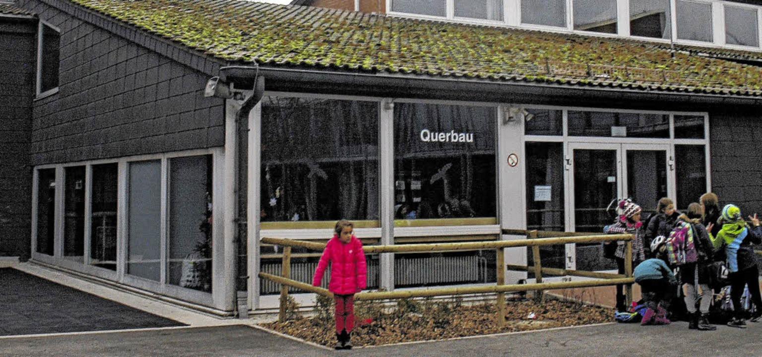 Der Querbau der Lucian-Reich-Schule muss saniert und erweitert werden.   | Foto: Jakober