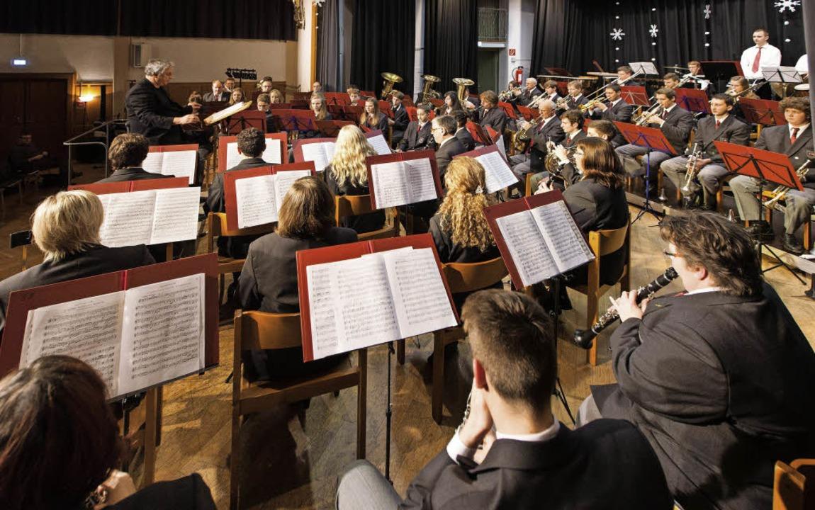 Die etwa 50 Musiker der Musikkapelle K...in eindrucksvolles Dreikönigskonzert.   | Foto: gabriele zahn