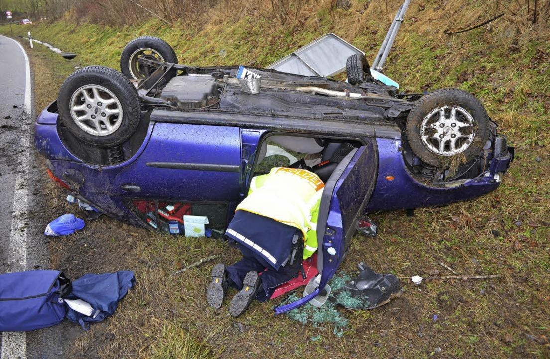 Eine Frau wurde bei diesem Autounfall verletzt.  | Foto: Kamera24