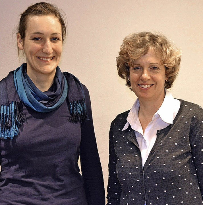 Sie teilen sich die Arbeit in sechs Ge...ike Krebs (links) und Lauren Warnatz.   | Foto: Gallien