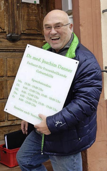 Das Schild ist abgeschraubt, der Fraue...Joachim Danner geht in den Ruhestand.     Foto: Martin Frenk