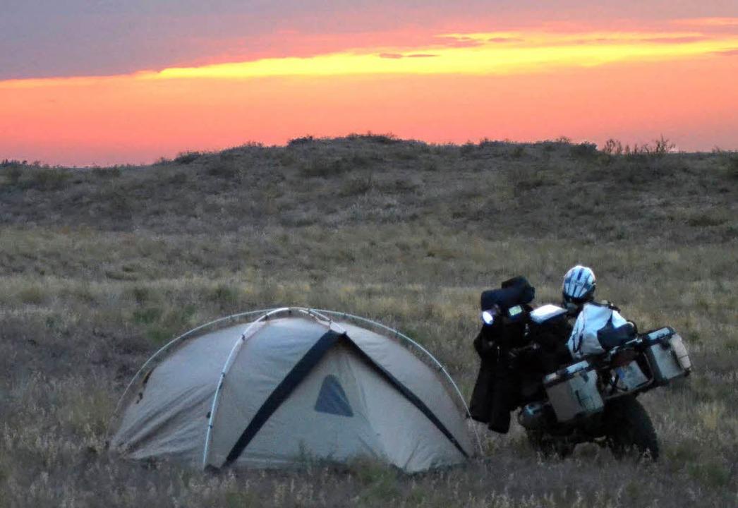Ein Zelt, ein Motorrad und sonst gar nichts  | Foto: BZ