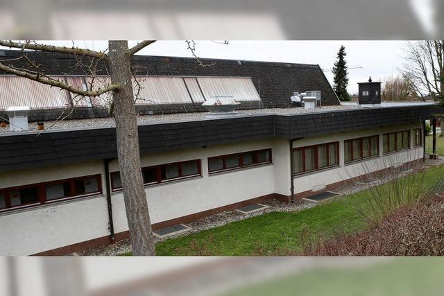 Der Auberghalle tropft's durchs Dach