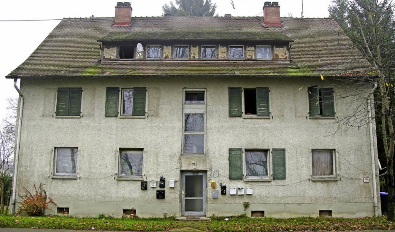 In dem heruntergekommenen Haus  Eisenb...emeinden und der Caritas geschlossen.   | Foto: martin Pfefferle/Andrea Gallien