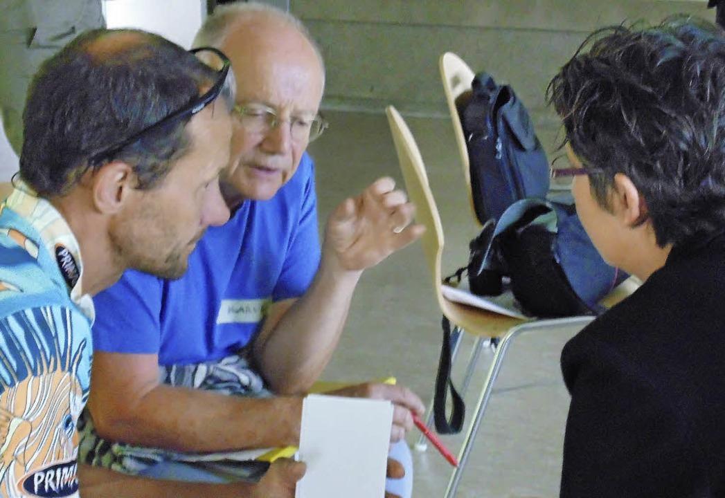 Auch in Workshops diskutiert die Grupp...über alternative Wege in die Zukunft.     Foto: Michael  Gottstein