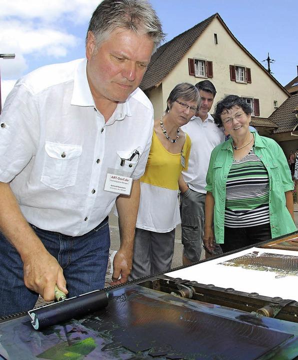 Ortsvorsteherin Helene Brombacher (rec...ste Ausgabe der Art Dorf am 26. Juli.   | Foto: Archivbild: Lauber
