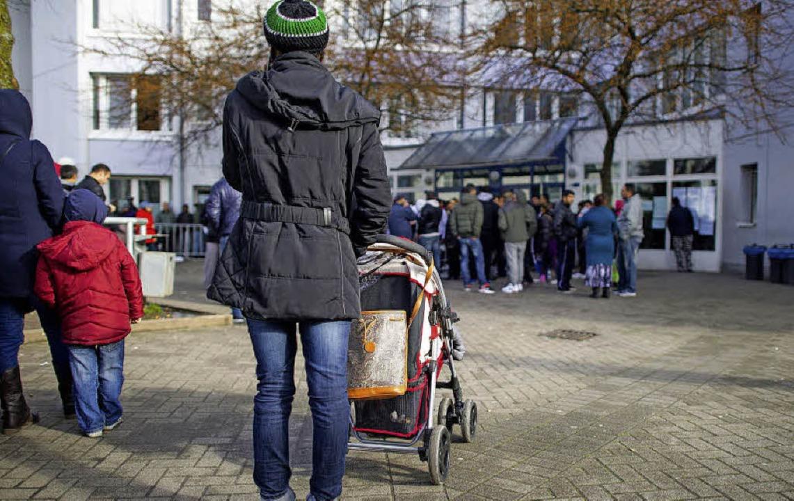 Flüchtlinge  in der Landeserstaufnahmeeinrichtung für Asylbewerber  in Karlsruhe  | Foto: Archivbild dpa