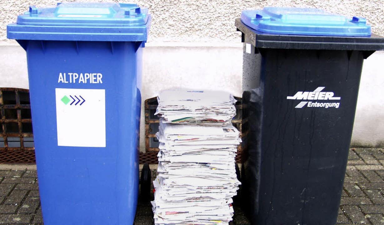 Die Blauen Tonnen für Papier und Pappe...eil der Altpapier sammelnden Vereine.     Foto: Silke Hartenstein/Hönig/Jung-Knoblich/Privat