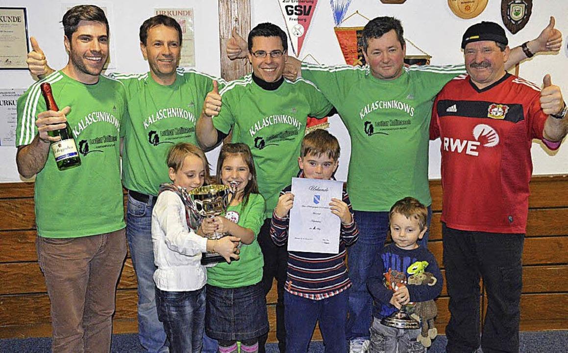 Sie gewannen das  Dreikönigs-Kegelturn...el, Mike, Lothar und Bruno Kalinasch.   | Foto: Norbert Kriegl