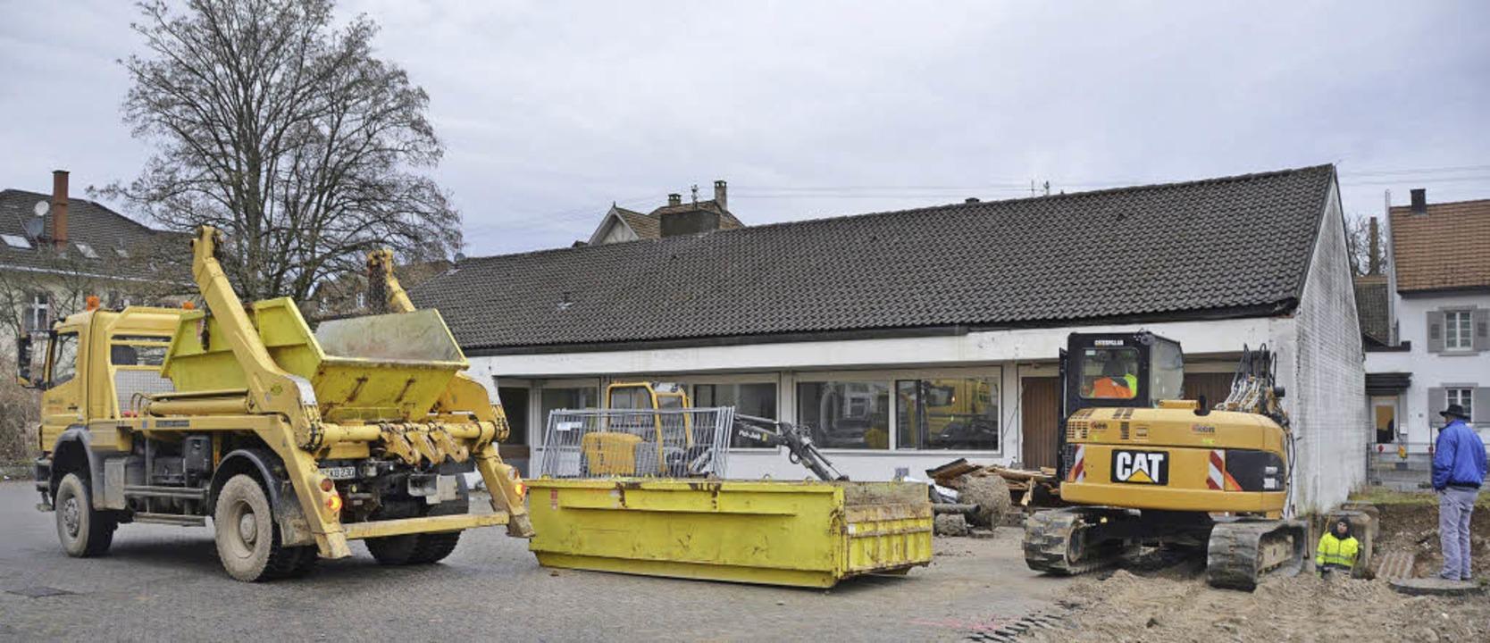 Begonnen wurde jetzt mit den Arbeiten ...e Sparkasse Lörrach-Rheinfelden sein.     Foto: Markus Maier