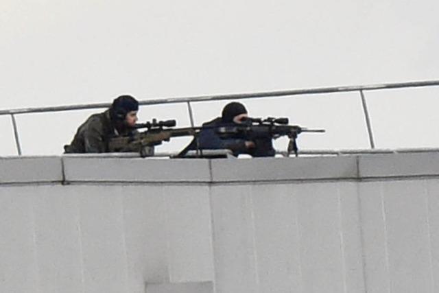 Polizei beendet Geiselnahmen in Frankreich - Attentäter sterben - Mehrere Geiseln sind tot