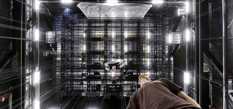 Kaum noch Experimente auf den Musikthe...rten Bühnenturm des Theaters Freiburg     Foto: Ingo schneider