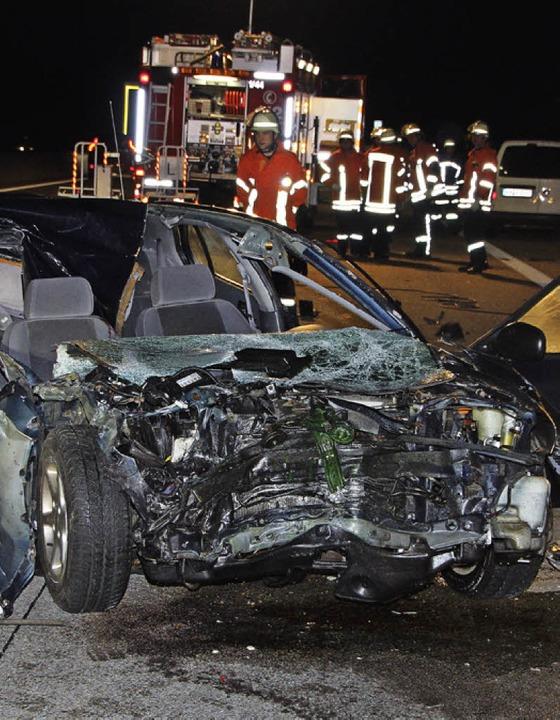 Aus den Trümmern dieses Wagens wurde der schwerst verletzte Fahrer geborgen.     Foto: Roland Spether