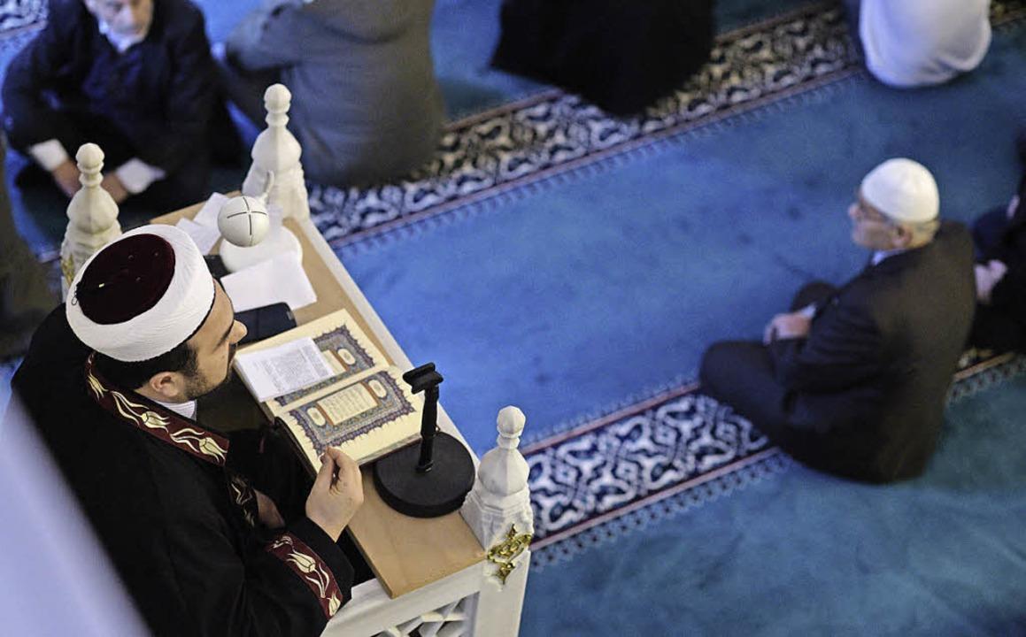 Freitagsgebet in der Berliner Shitlik-Moschee   | Foto: DPA