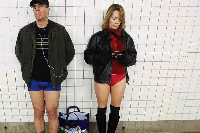 Nur zum Spaß - ohne Hosen U-Bahn fahren