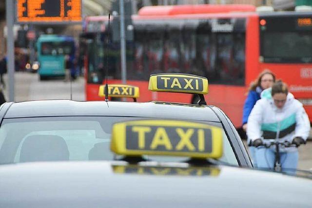 Vor Gericht: Taxi-Unternehmer und Minicar-Firmen
