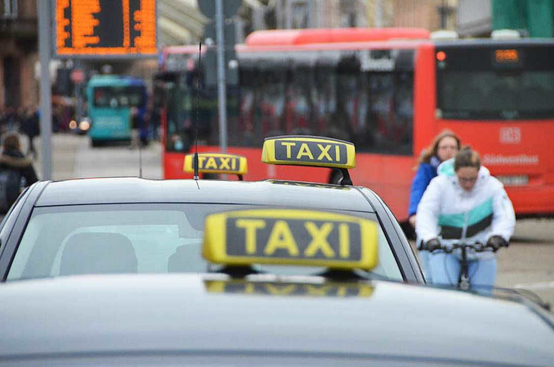 Der Streit zwischen Taxibranche und Mi... Am Montag ist dort Urteilsverkündung.  | Foto: Helmut Seller