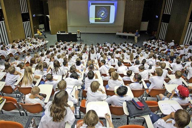 Kinder-Universität: Kinder fragen, Professoren antworten