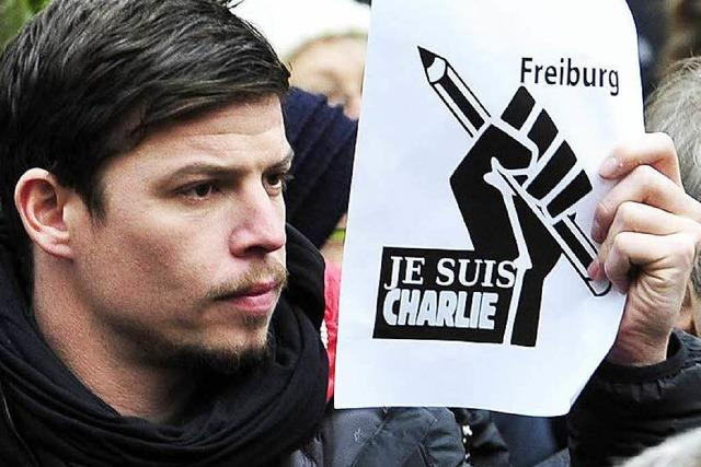 Hunderte zeigen Solidarität mit den Terroropfern