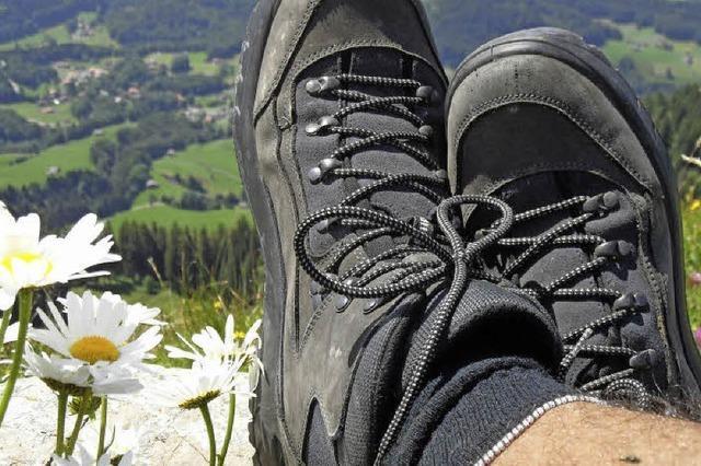 Wanderschuhe schnüren mit dem Schwarzwaldverein
