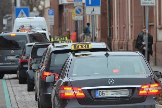Gericht gibt Taxis Recht: Minicars haben gegen Gesetz verstoßen