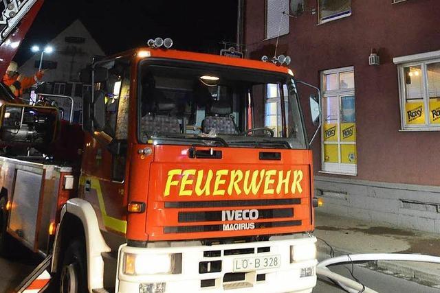 Feuerwehr bekommt Zimmerbrand in Ortsmitte schnell in den Griff