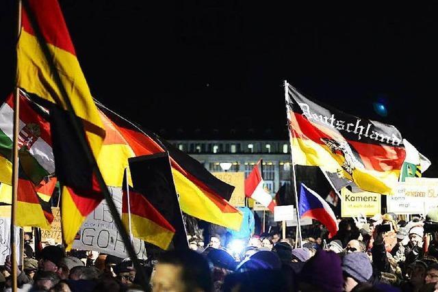 Wieder folgen Tausende dem Ruf von Pegida in Dresden