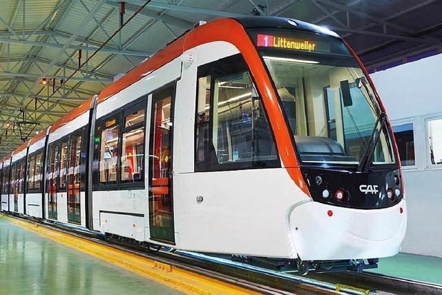 Freiburgs neue Straßenbahnen rollen aus Spanien an