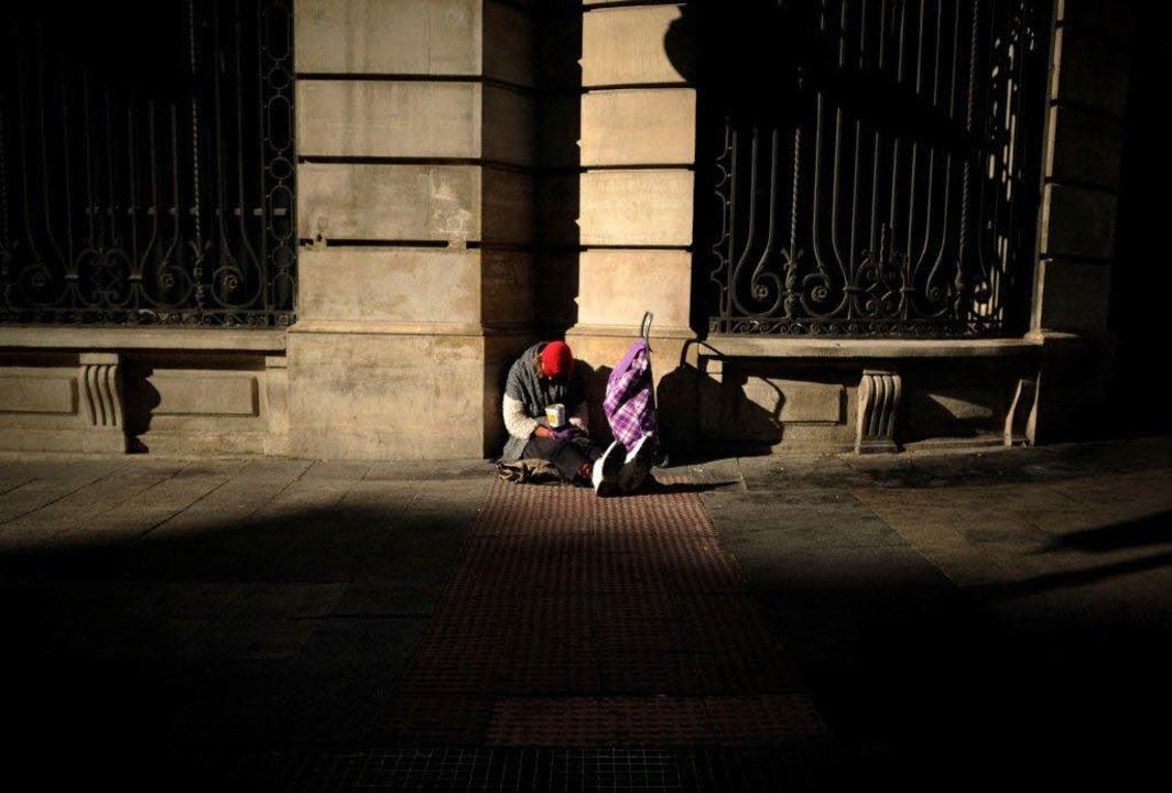 In Spanien geht es wieder bergauf. Doc...unten sind, bekommen davon nichts mit.  | Foto: afp
