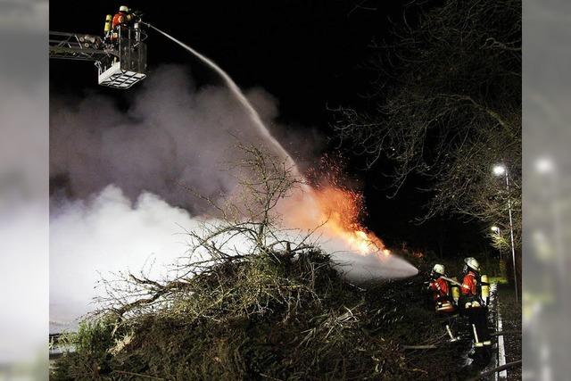 Christbaumbrand auf Recyclinghof